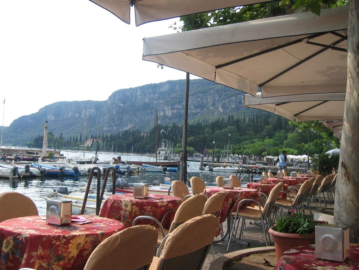 Uferpromenade in Garda