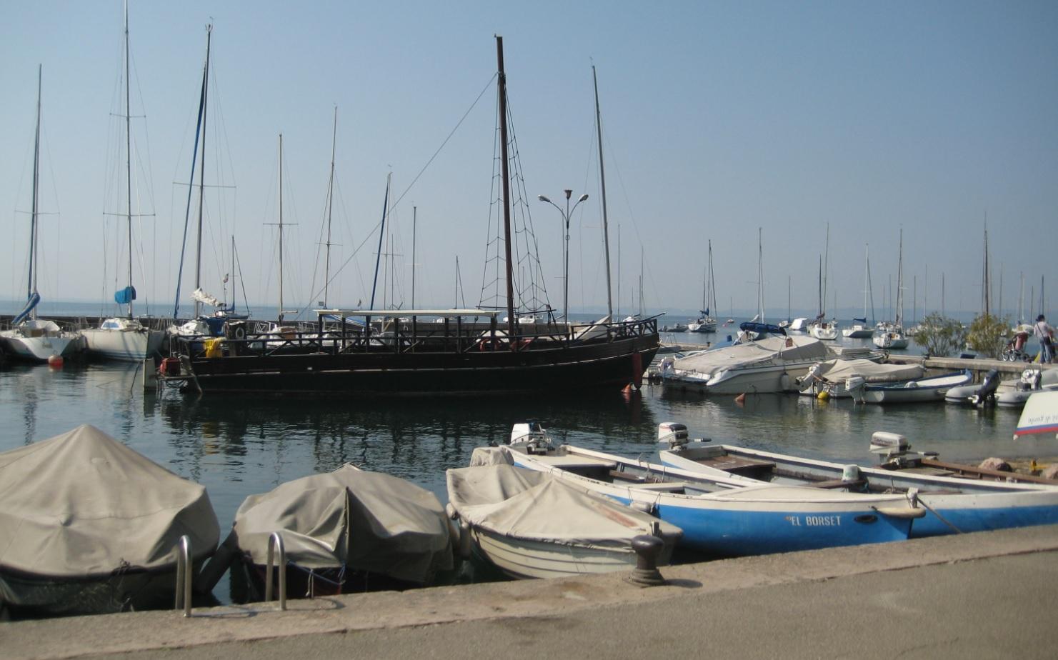Hafen am Lago di Garda in Italia