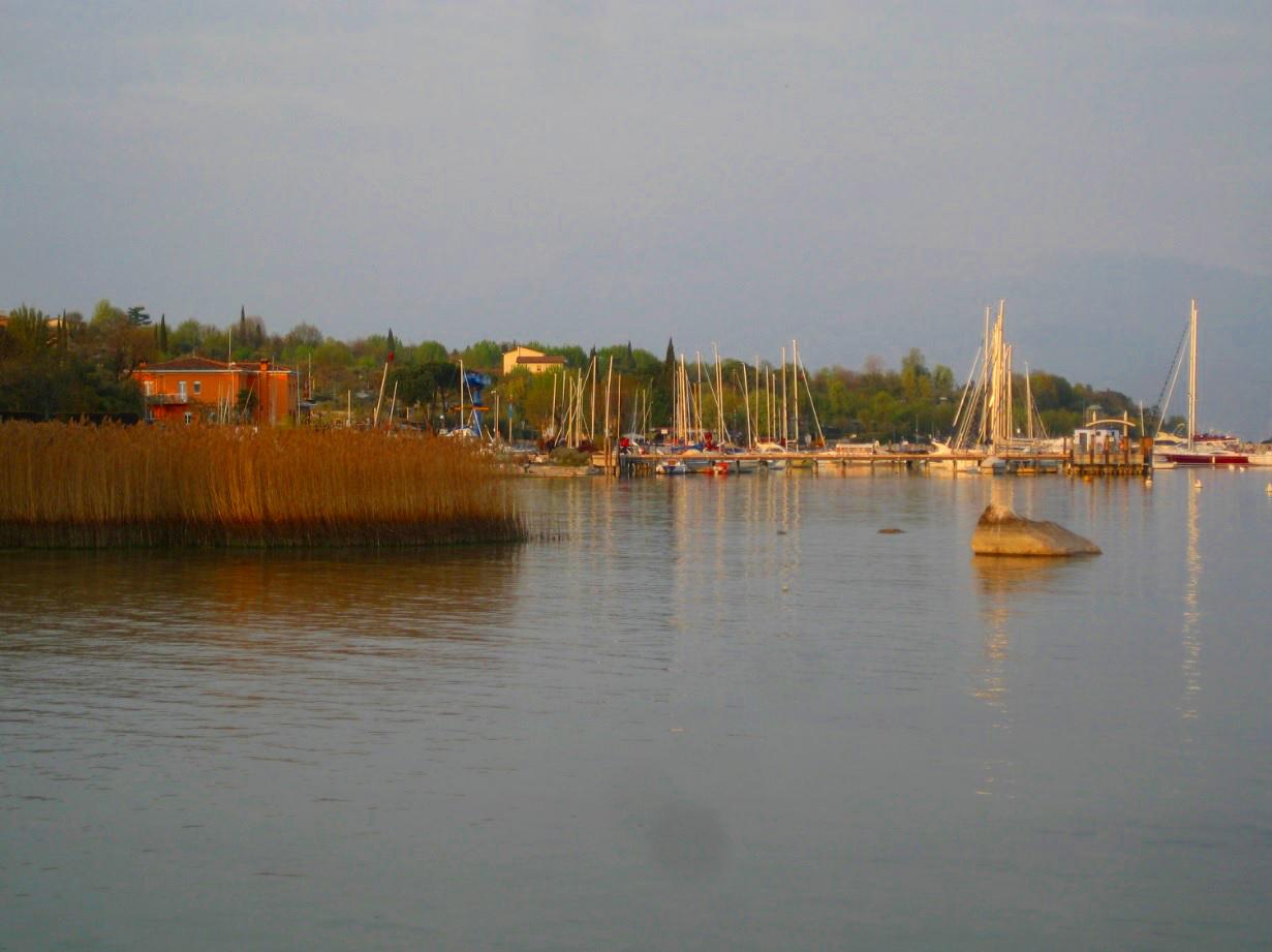 Segelhafen am Gardasee in Moniga